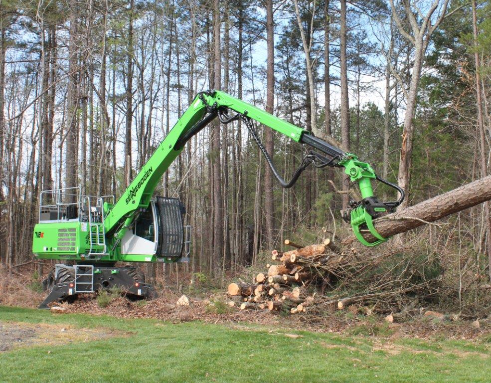718 can easily dismantle a tree safely without having any personnel on the ground in the vicinity of the site that might be in harm's way.