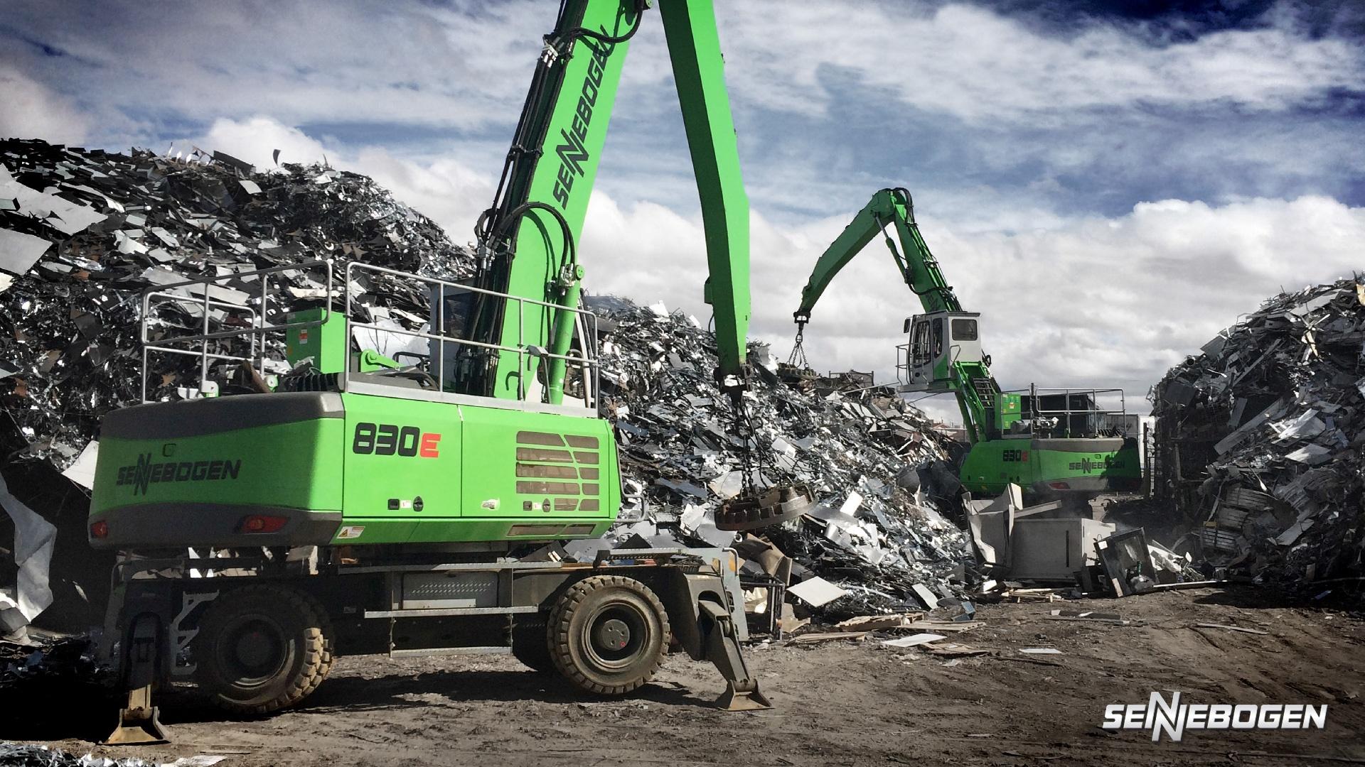 sennebogen material handling machine moving scrap metal