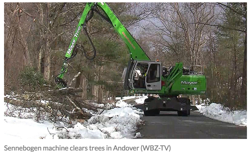 Sennebogen 718 clears trees after storm