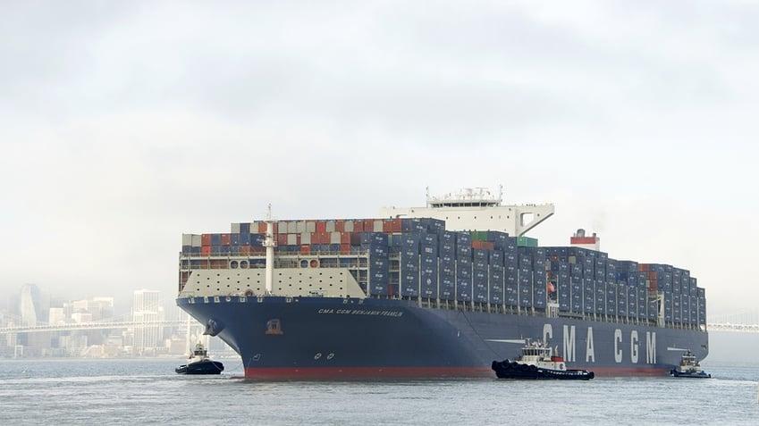 Barge Unloading equipment, sennebogen, ports, maritime, boat